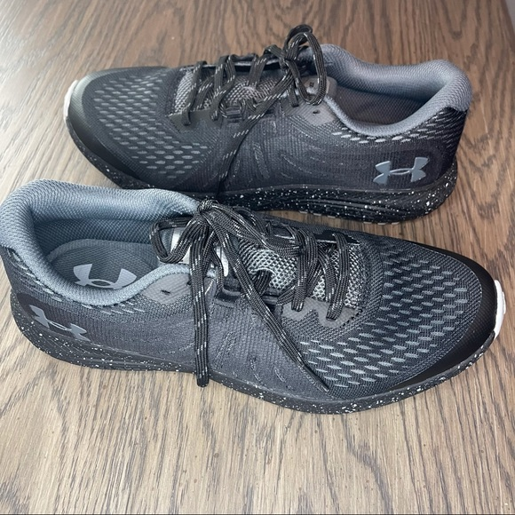 Men's 9.5 Under Armour Charged Bandit Sneaker